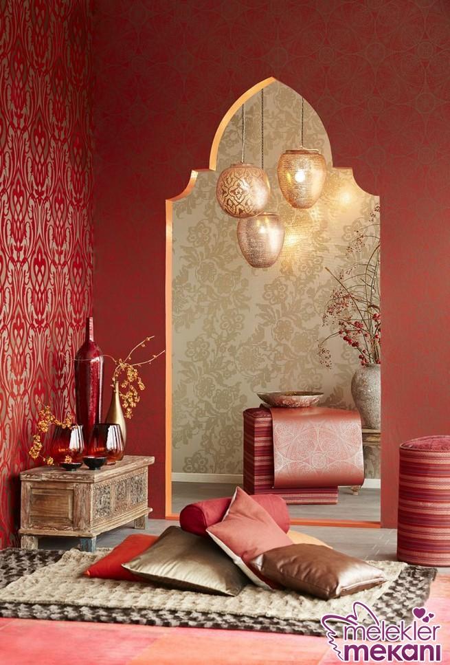 Fas tarzı dekorasyon gerçekleştirirken pirinç fenerlerden faydalanabilirsiniz.
