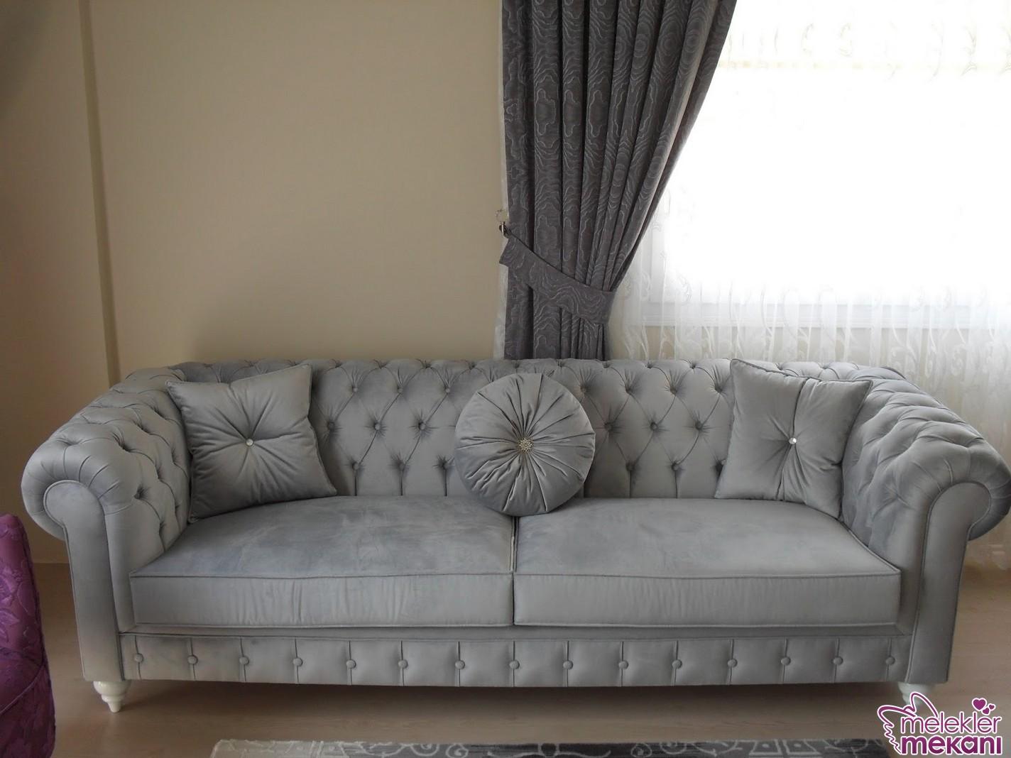 Odalarınızda gri koltuk tercihi de doğru bir seçenek olabilir.