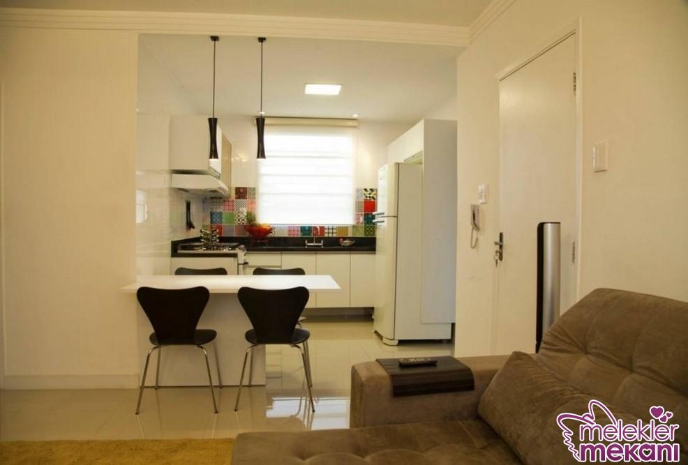 Açık mutfak fikirleri ile salon ve mutfak dekorunu bir arada gerçekleştirebilirsiniz.