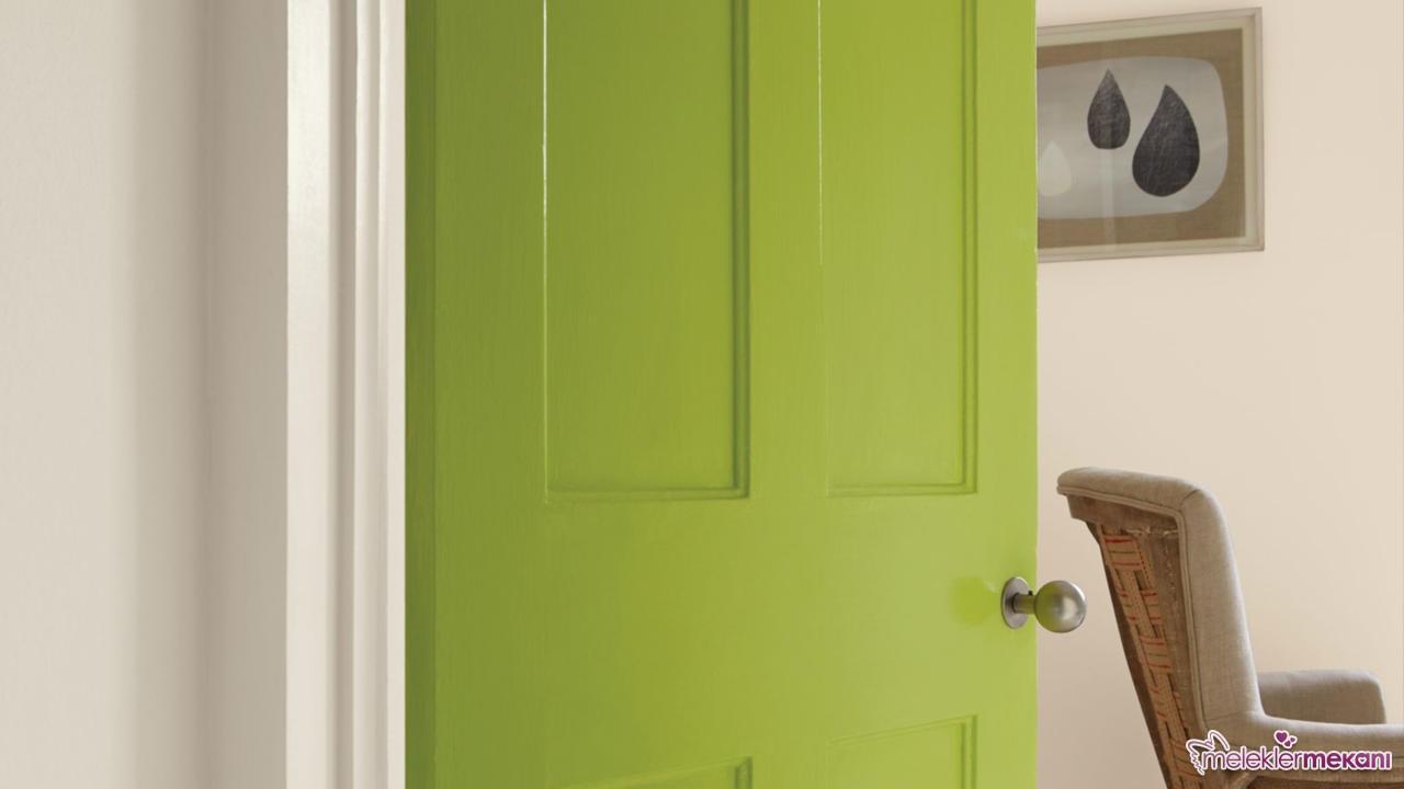 Renk tercihinize göre ahşap kapı renginizi değiştirebilirsiniz.